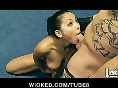 Adrianna Luna gives her trainer an amazing blowjob